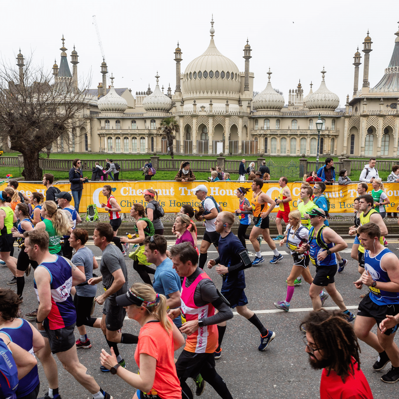 Image shows a crowd of runners running in front of the Royal Pavilion in Brighton